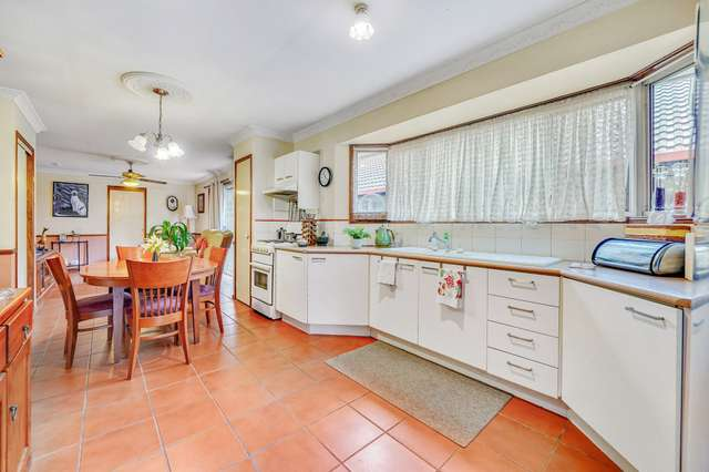 7 Conferta Place, Forest Lake QLD 4078
