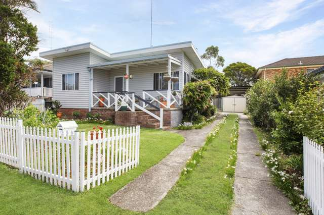 1 Anembo Avenue, Summerland Point NSW 2259
