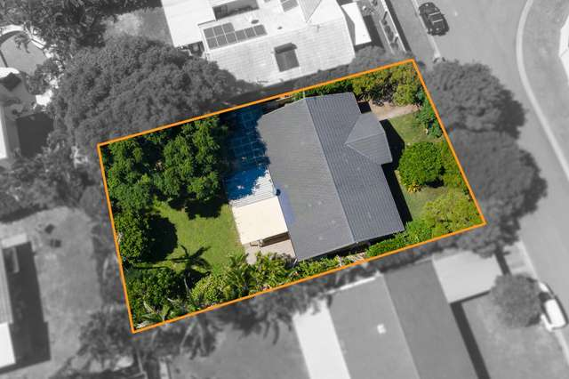 25 Southerly Street, Mermaid Waters QLD 4218