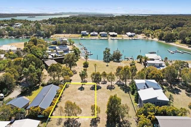 3 or 5 Wallaby Way, COURAN Point, South Stradbroke QLD 4216