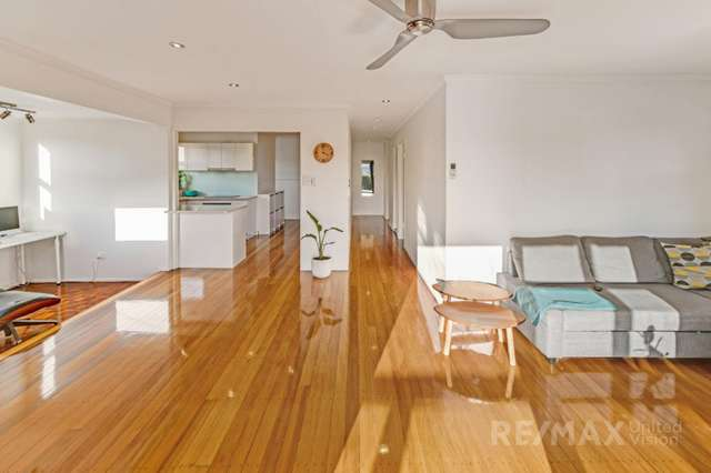 36 Russell Avenue, Norman Park QLD 4170