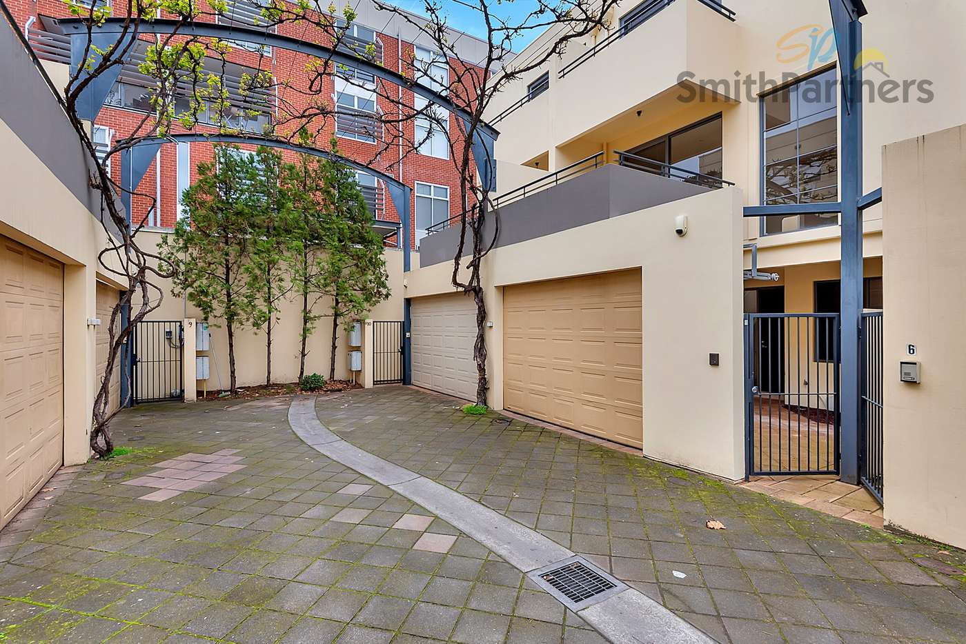 Main view of Homely townhouse listing, 10 Farr Court, Adelaide SA 5000