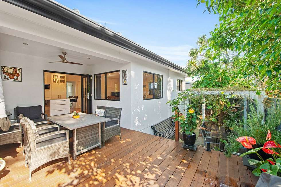 Third view of Homely semiDetached listing, 2/21 Clinton Avenue, Burleigh Waters QLD 4220