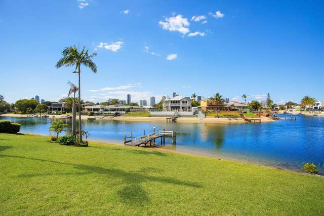 11 Tumbi Street, Broadbeach Waters QLD 4218