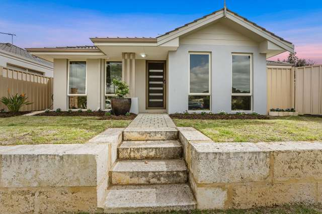 12 Paris Gardens, Hocking WA 6065