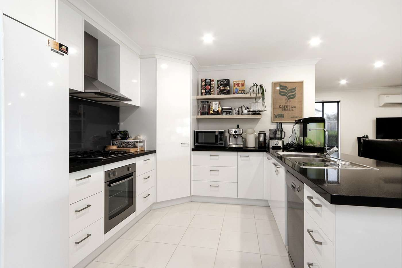 Fifth view of Homely house listing, 6 Camellia Close, Sale VIC 3850