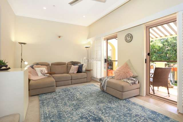 8/14 Pendraat Parade, Hope Island QLD 4212