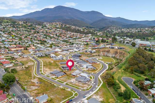 31 Dowding Crescent, New Town TAS 7008