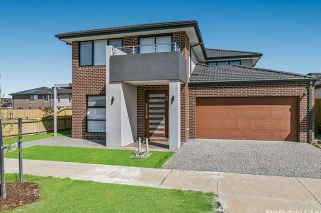 1 Chianina Lane, Clyde North VIC 3978