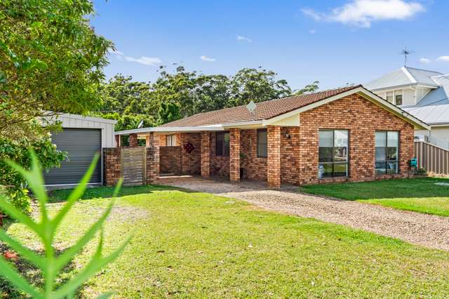 11 Venus Avenue, Lake Tabourie NSW 2539