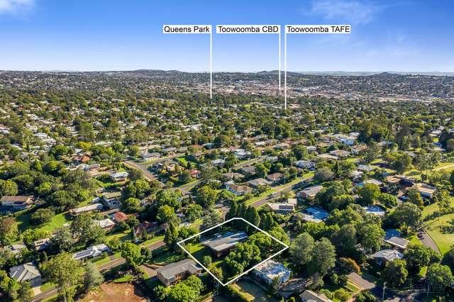 17 Jellicoe Street, Mount Lofty QLD 4350