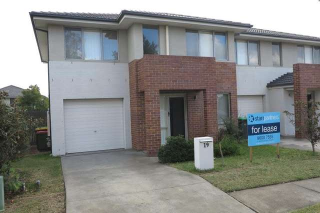 19 Atlantic Blvd, Glenfield NSW 2167