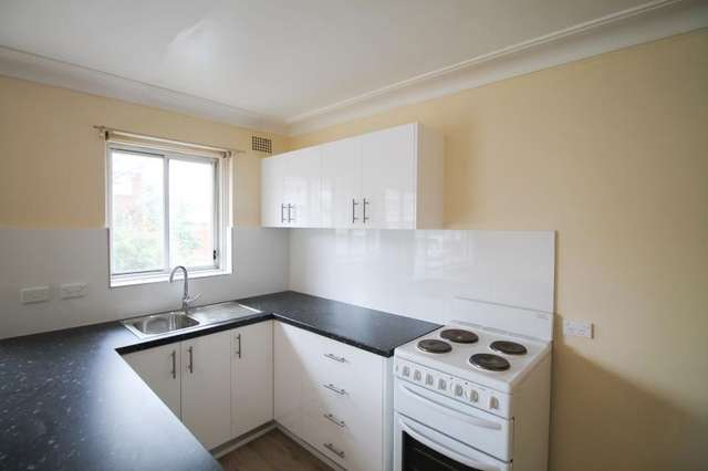 4/6 Podmore Place