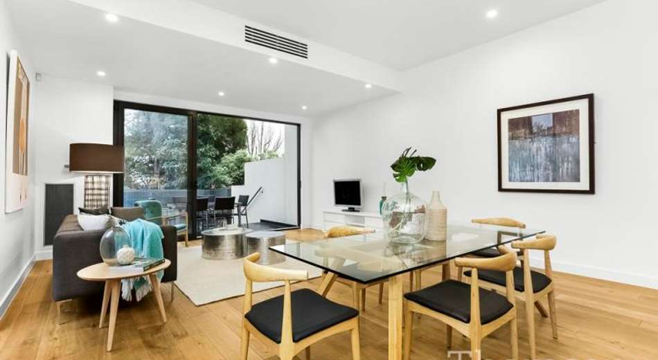 2/196 Warrigal Road, Camberwell VIC 3124