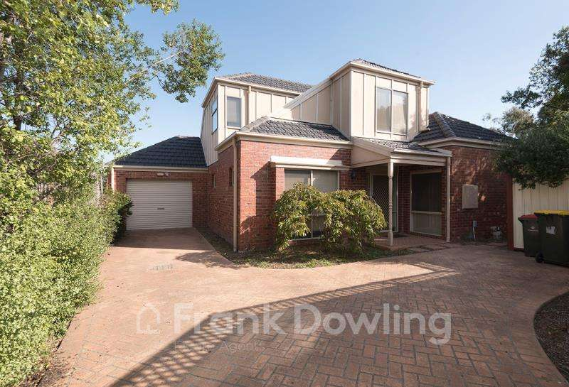 Main view of Homely townhouse listing, 2/29 Lind Street, Strathmore, VIC 3041