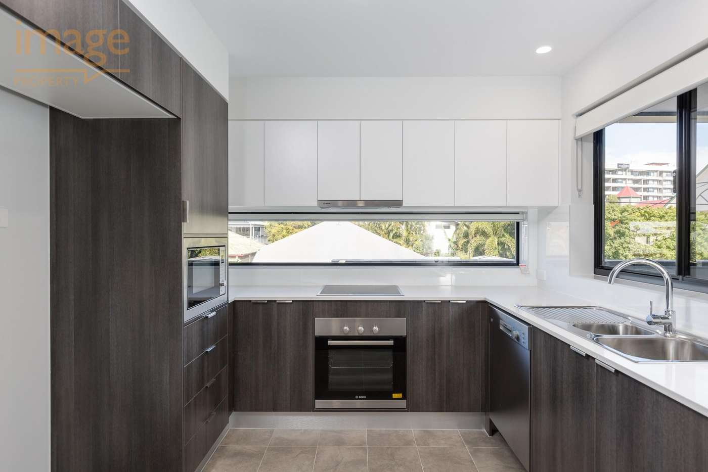 Main view of Homely unit listing, 302/24 Bromley Street, Kangaroo Point QLD 4169