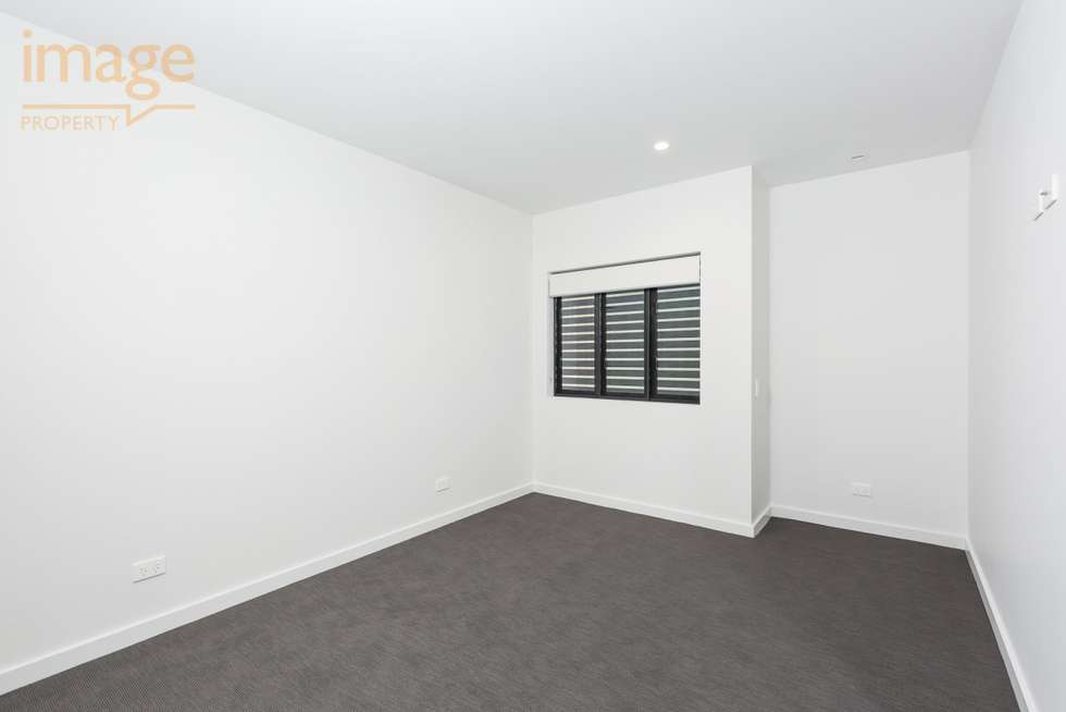 Third view of Homely unit listing, 302/24 Bromley Street, Kangaroo Point QLD 4169