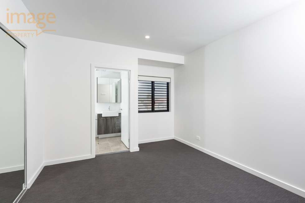 Fourth view of Homely unit listing, 302/24 Bromley Street, Kangaroo Point QLD 4169