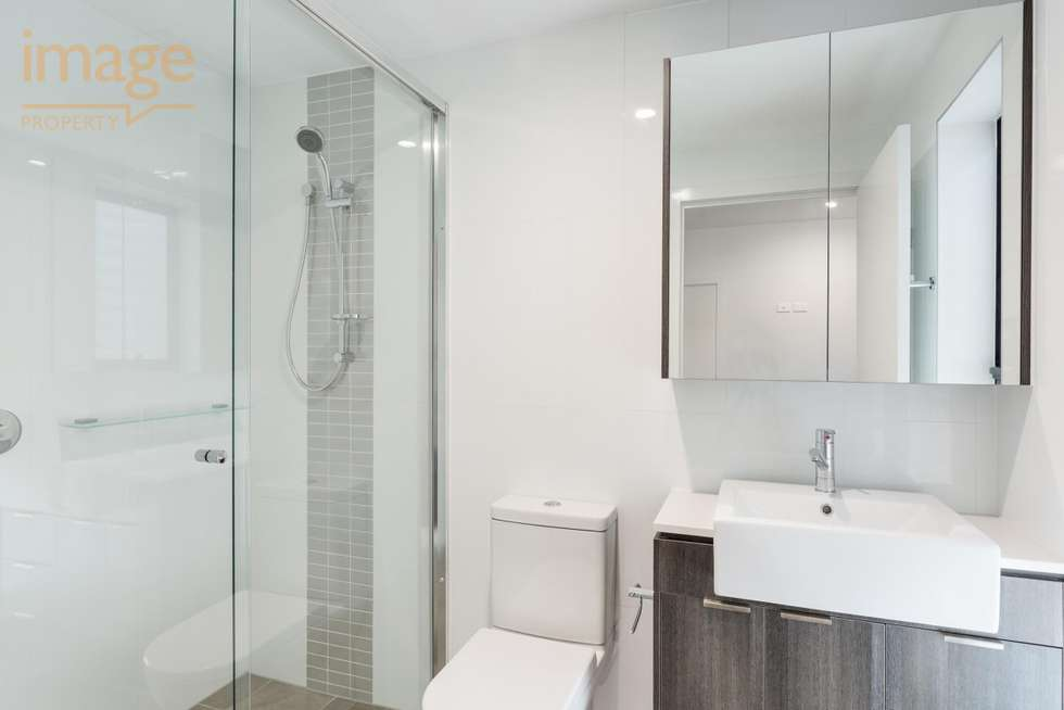 Fifth view of Homely unit listing, 302/24 Bromley Street, Kangaroo Point QLD 4169