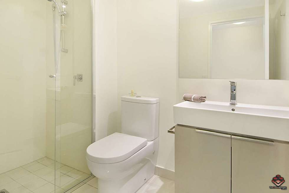 Fifth view of Homely apartment listing, ID:3907230/ 2 Harbour, Hamilton QLD 4007