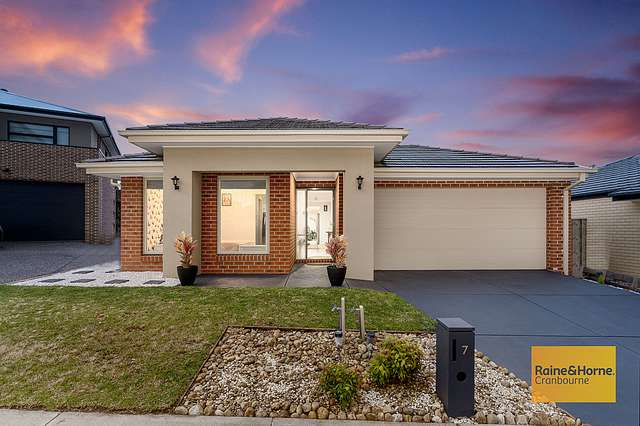 7 Canopy Grove, Cranbourne East VIC 3977
