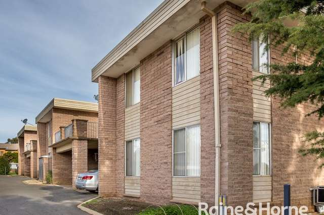 4/1A Joyes Place, Tolland NSW 2650