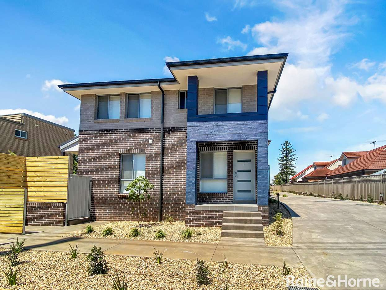 Main view of Homely townhouse listing, 1/164 Glossop Street, St Marys, NSW 2760