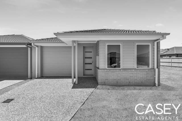 8 Diplomat Crescent, Cranbourne South VIC 3977