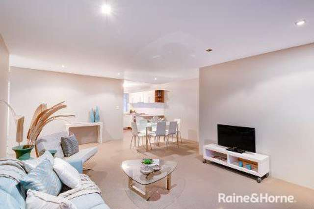 8/160 Central Avenue, Indooroopilly QLD 4068