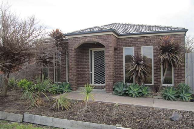 2 CLYDE COURT, Sunbury VIC 3429