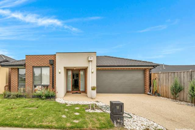 11 Skylark Boulevard, Clyde North VIC 3978