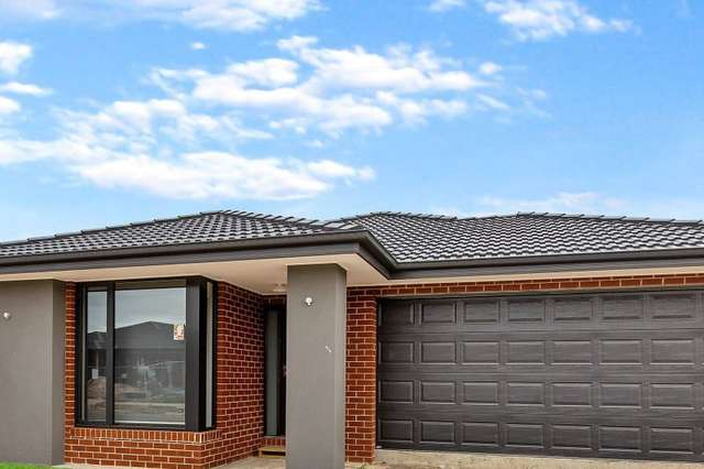 13 Landrace Way, Clyde North VIC 3978