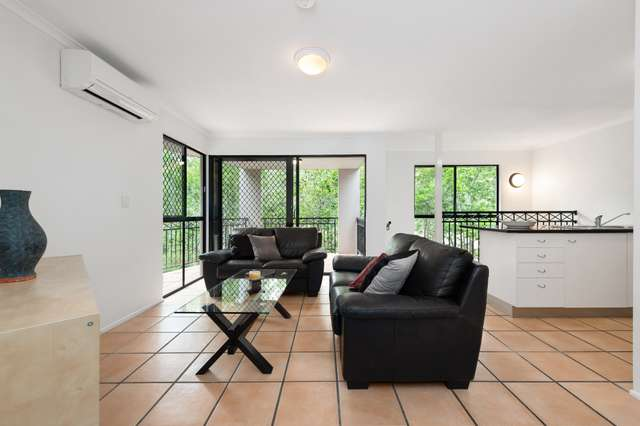 4/260 Sir Fred Schonell Drive, St Lucia QLD 4067