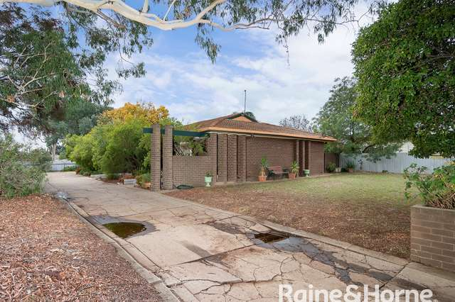 2/2 Hawkes Place, Tolland NSW 2650