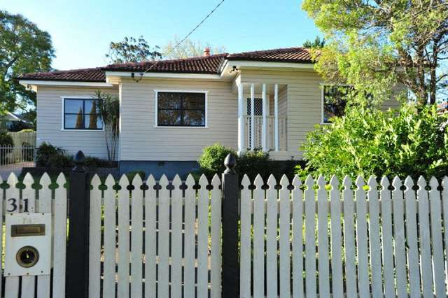 31 Geoffrey Street, Mount Lofty QLD 4350