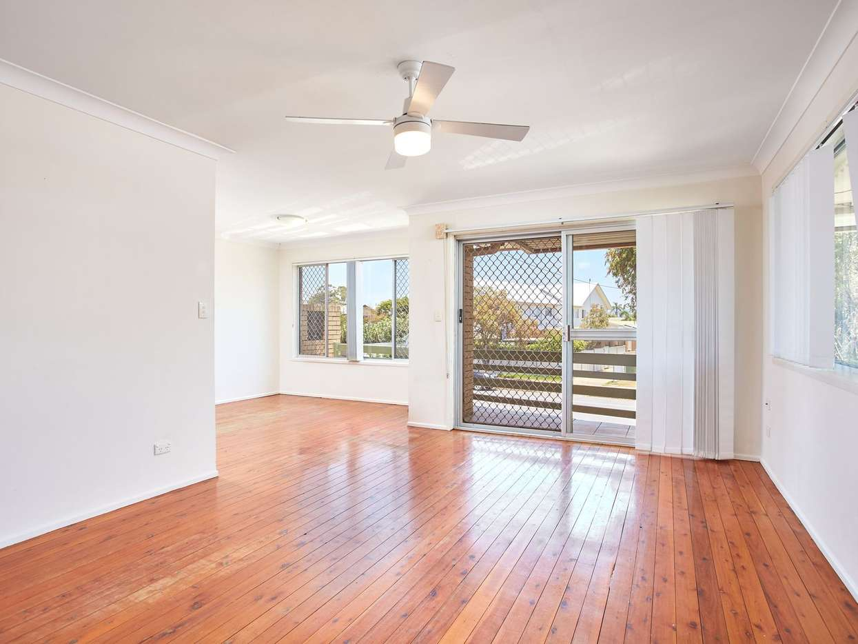 Main view of Homely unit listing, 2/25 Albion Avenue, Miami, QLD 4220