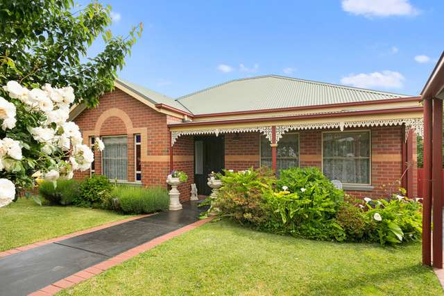 12 Mayfield Parade, Strathdale VIC 3550