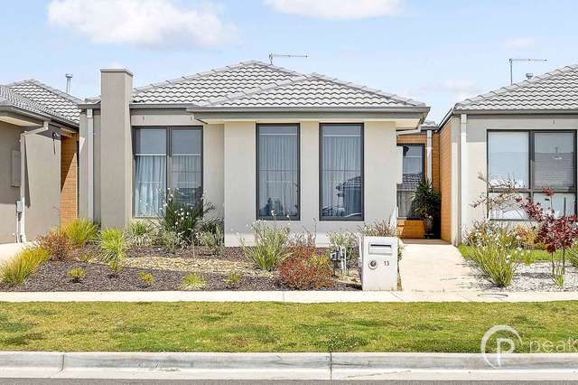13 Thoroughbred Drive, Clyde North VIC 3978