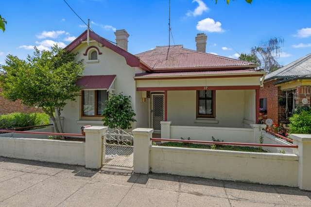 37 George Street, Bathurst NSW 2795