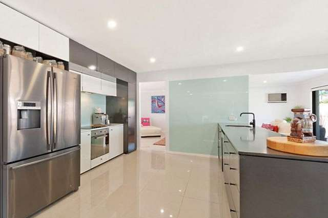 100 Oxley Drive, Paradise Point QLD 4216