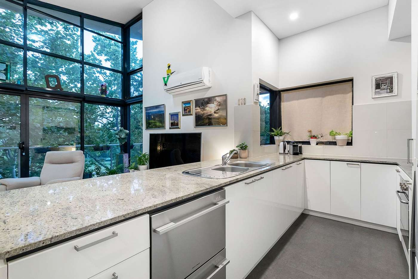 Sixth view of Homely apartment listing, 18/124 Mounts Bay Road, Perth WA 6000