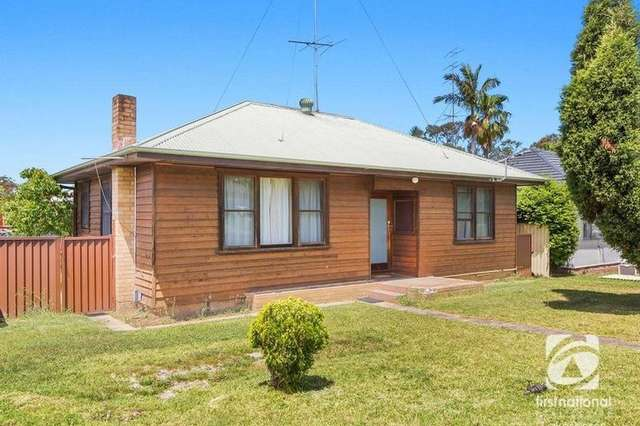2 Warwick Avenue, Mannering Park NSW 2259