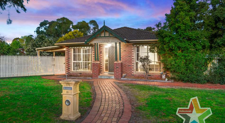11 Honeysuckle Walk, Croydon South VIC 3136