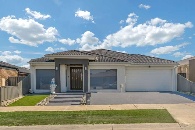 3 Hinter Way, Roxburgh Park VIC 3064