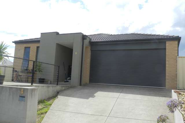 8 Imperial Way, Canadian VIC 3350