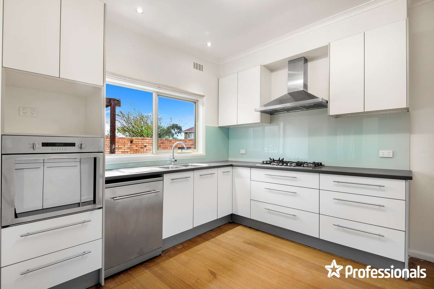 Main view of Homely unit listing, 1/196 Lawrence Road, Mount Waverley VIC 3149