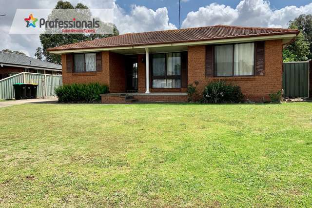 3 Lago Place, St Clair NSW 2759