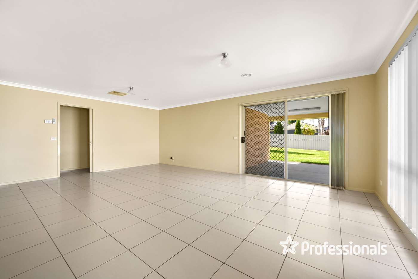 Fifth view of Homely house listing, 10 Millar Court, Wodonga VIC 3690
