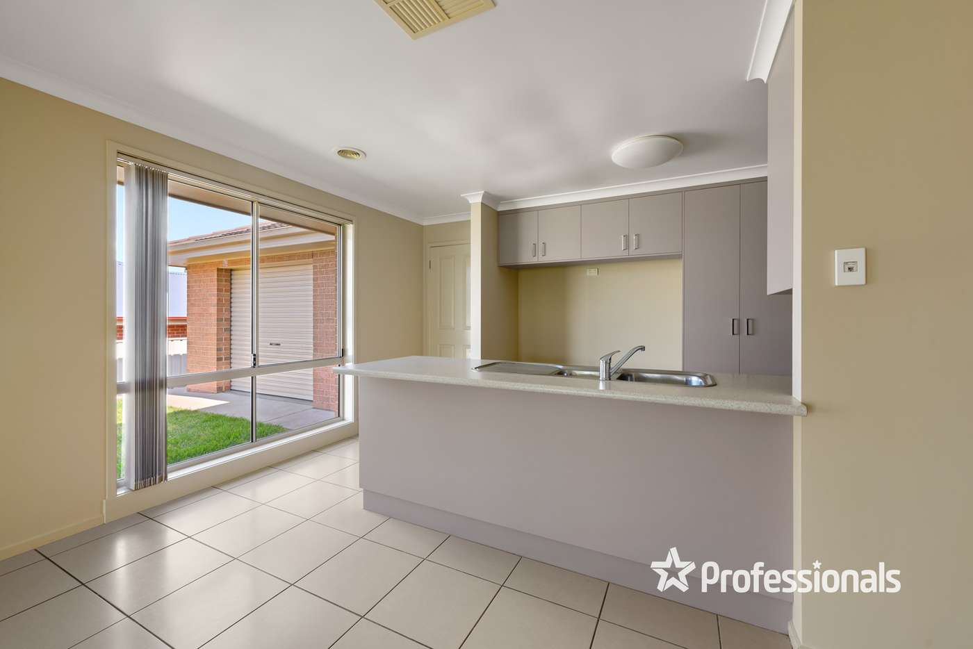 Sixth view of Homely house listing, 10 Millar Court, Wodonga VIC 3690