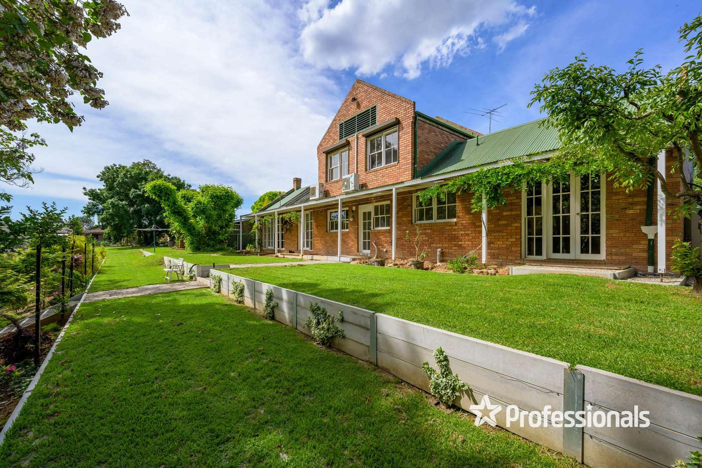 Main view of Homely house listing, 2 Uralla Court, Wodonga VIC 3690